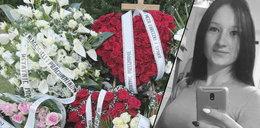 Basia spoczęła na cmentarzu, a jej grób tonie w kwiatach. Napisy na wieńcach wprost rozdzierają serce
