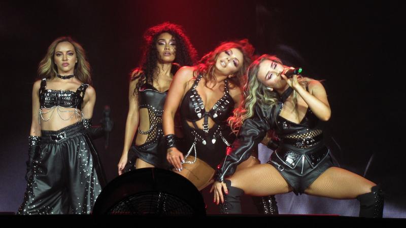 Wokalistki Little Mix wyginają się na scenie