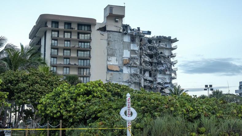 W Surfdale na Florydzie zawaliła się część 12-piętrowego budynku