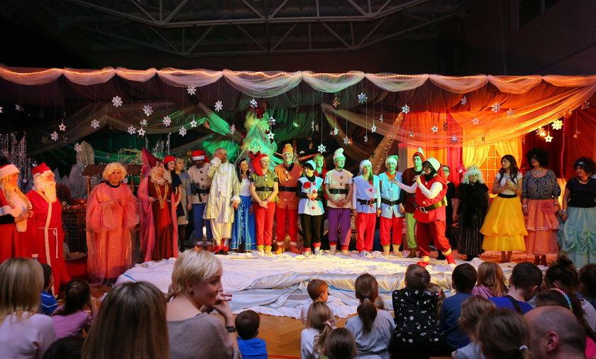Nauczyciele zagrali dla dzieci w SP nr 149 w Łodzi