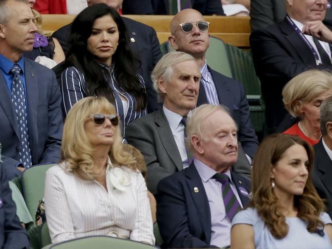 Najbogatiji čovek sveta na Novakovom meču: Bezos je zbog OVE ŽENE ostao bez braka i 37 MILIJARDI DOLARA