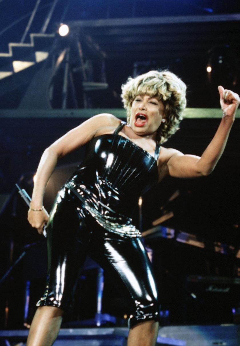 Tina Turner na scenie w lateksie