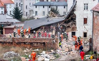 Żałoba w Świebodzicach. Prokuratura pracuje na miejscu katastrofy