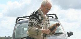 Widok zwierząt zabitych na drodze Cię przeraża? On zbiera ich ciała i je zjada