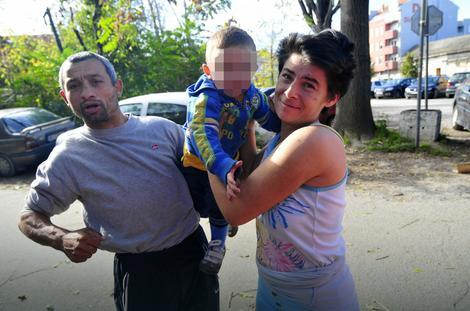 Stefan Nikolić i njegova supruga Jovanka sa sinom