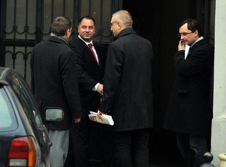 Tajne spotkanie przed biurem europosła