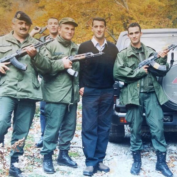 Daut i Ramuš Haradinaj sa saborcima iz OVK