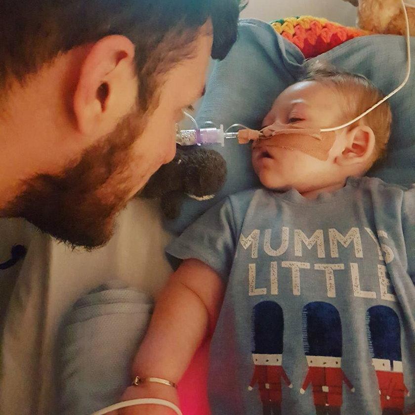 Cały świat patrzył na to niemowlę. Właśnie zmarło...