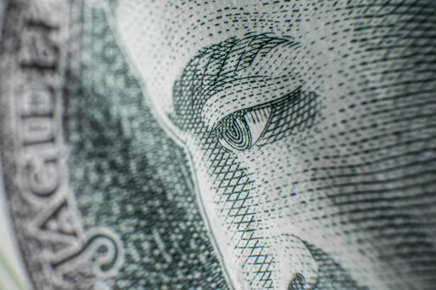 Sąd ustalił, że faktycznie łączne zadłużenie kobiety to 196 tys. zł. Potrącenia komornicze to miesięcznie około 2,8 tys. zł podczas gdy jej wynagrodzenie jako kuratora sądowego to 4,6 tys. zł netto.
