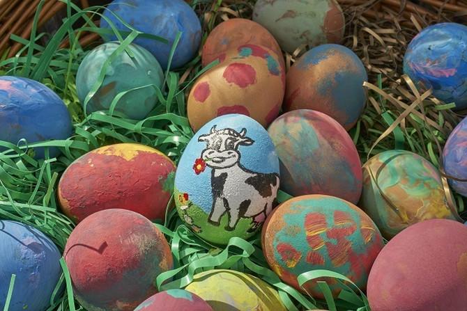 Deca su oslikavala jaja