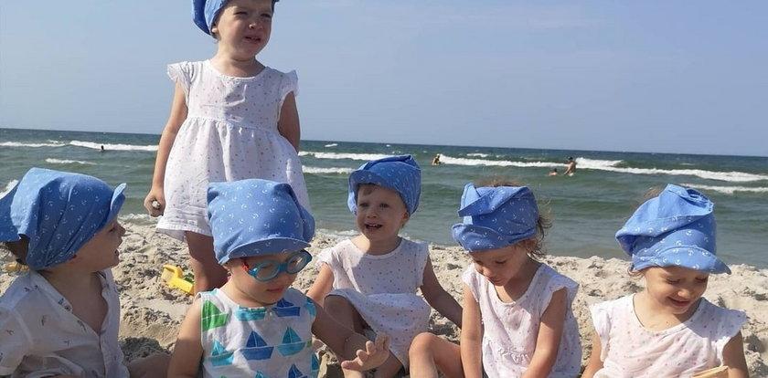 Są nie do poznania. Zdjęcie polskich sześcioraczków z wakacji hitem sieci