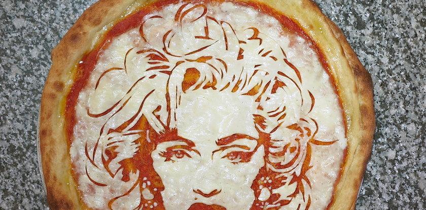 Dzisiaj międzynarodowy dzień pizzy. On uczynił z niej sztukę!