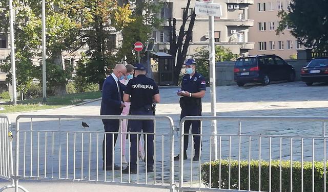 Policija oko Skupštine Srbije