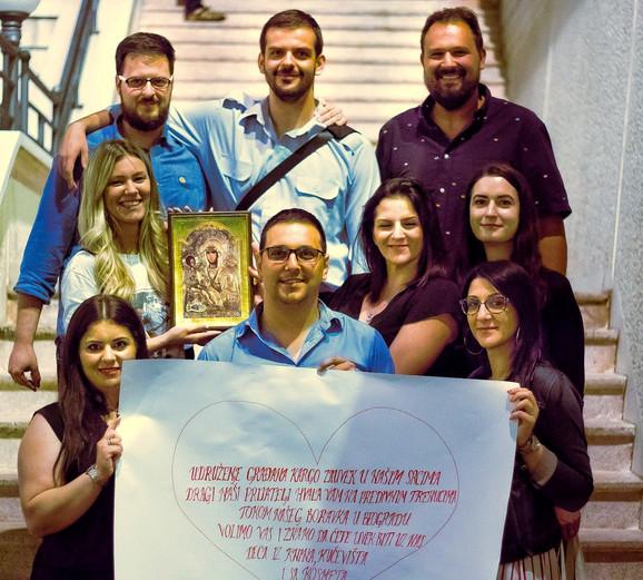Poruka humanosti: Vučić sa učesnicima