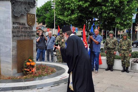 Služba sveštenstva na spomeniku