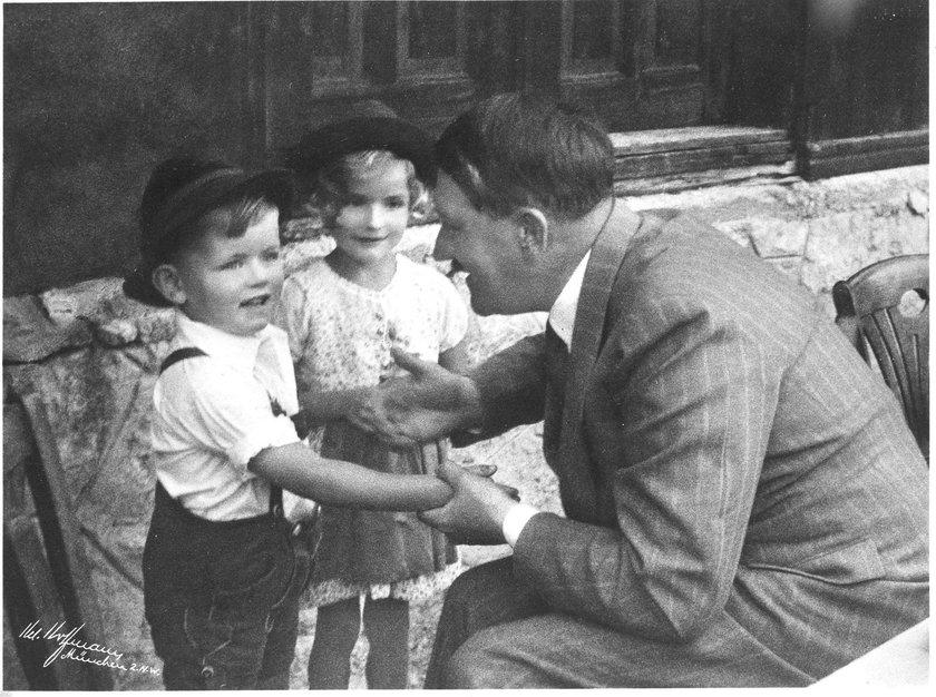Chłopiec z plakatu z Hitlerem