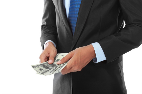 Država zaposlenima uzima skoro 55 odsto mesečne zarade