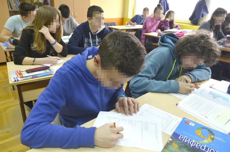 578476_novi-sad-1571-osnovna-skola-kosta-trifkovic-resavanje-testova--foto-nenad-mihajlovic