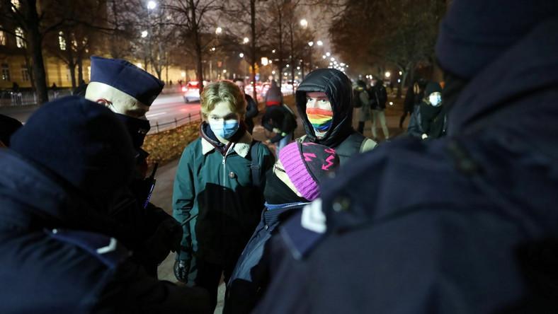 Uczestnicy protestu przed KPRM w Warszawie