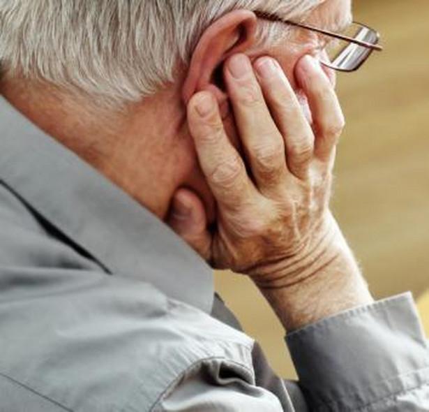 Uzasadnienie wypowiedzenia stosunku pracy pracownikowi w wieku emerytalnym posiadającemu prawo do emerytury musi się odwoływać do obiektywnych, indywidualnie skonkretyzowanych przyczyn leżących po stronie pracownika lub pracodawcy, związanych z wykonywaniem pracy