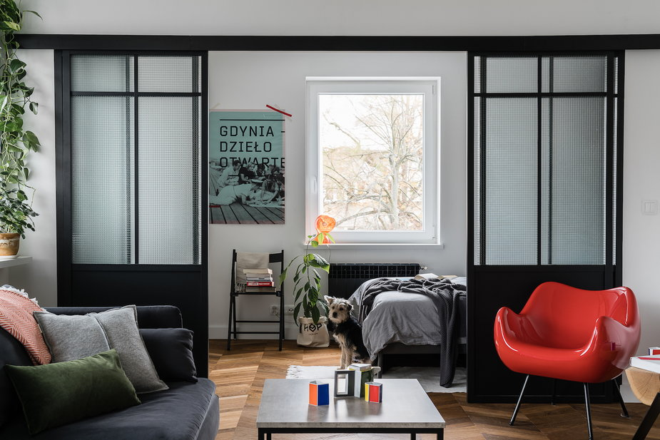 Gdyńskie mieszkanie w kolorze. W środku meble od polskich projektantów!