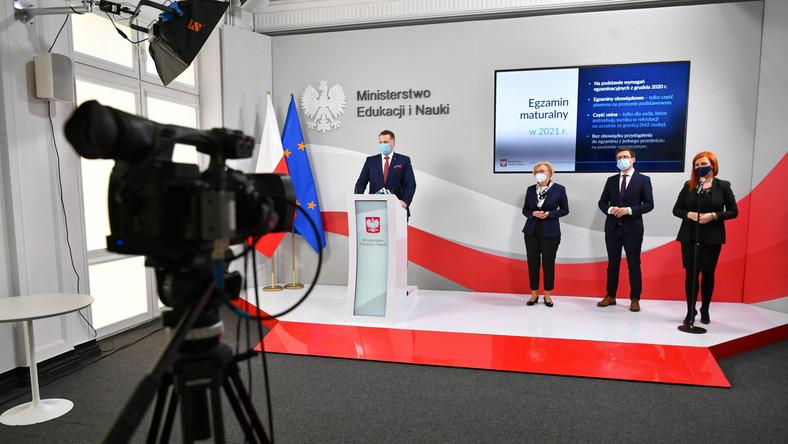 Przy mównicy minister Przemysław Czarnek
