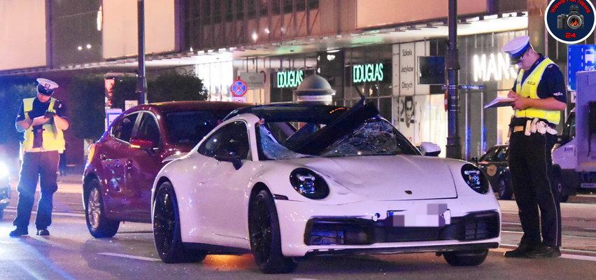 Dramatyczny wypadek w centrum Warszawy. Porsche zabiło pieszego. Na ulicy leżało rozczłonkowane ciało...