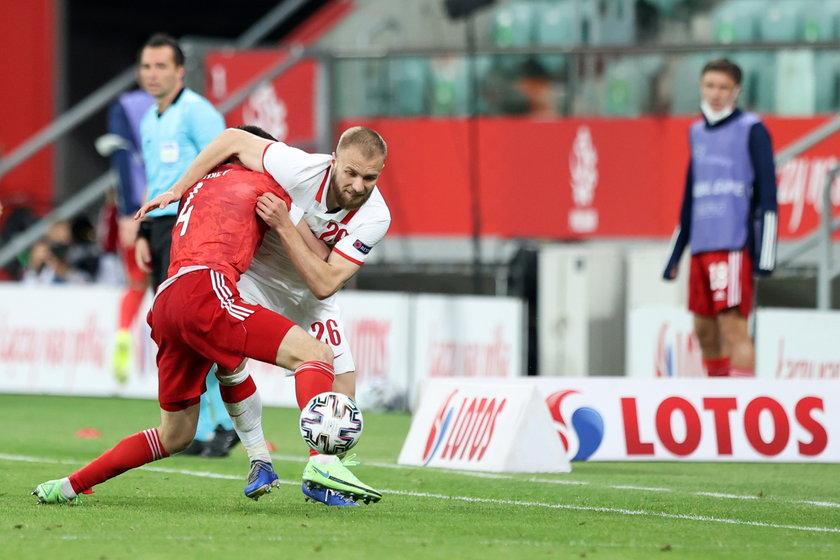 Trafił do pierwszej reprezentacji w marcu, ale wtedy znalazł się jedynie w szerokim składzie.