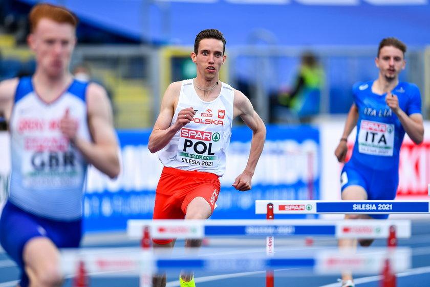Przed sezonem postanowił przejść na płaskie 800 metrów i, choć wielu pukało się w czoło, postawił na swoim.