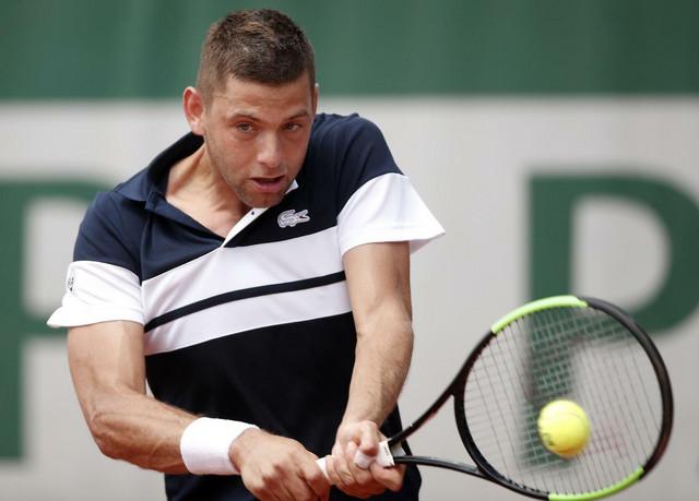 Filip Krajinović ima velike probleme sa Robertom Karbaljesom Baenom
