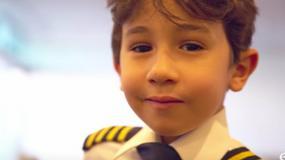 5-latka zaproszono do kokpitu. Jego wiedza odebrała mowę pilotom