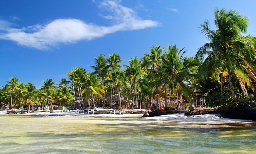 Zostawiła dzieci bez opieki i wyjechała na rajską wyspę