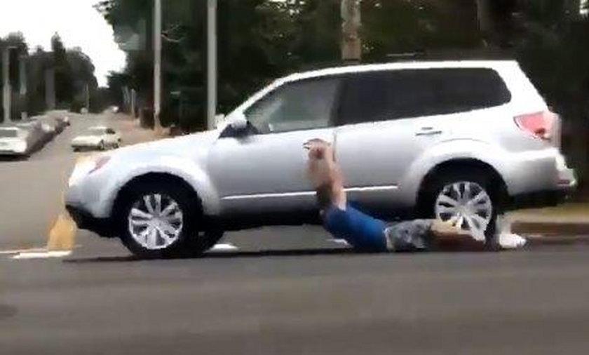 Próbował ukraść samochód. Gorzko tego pożałował