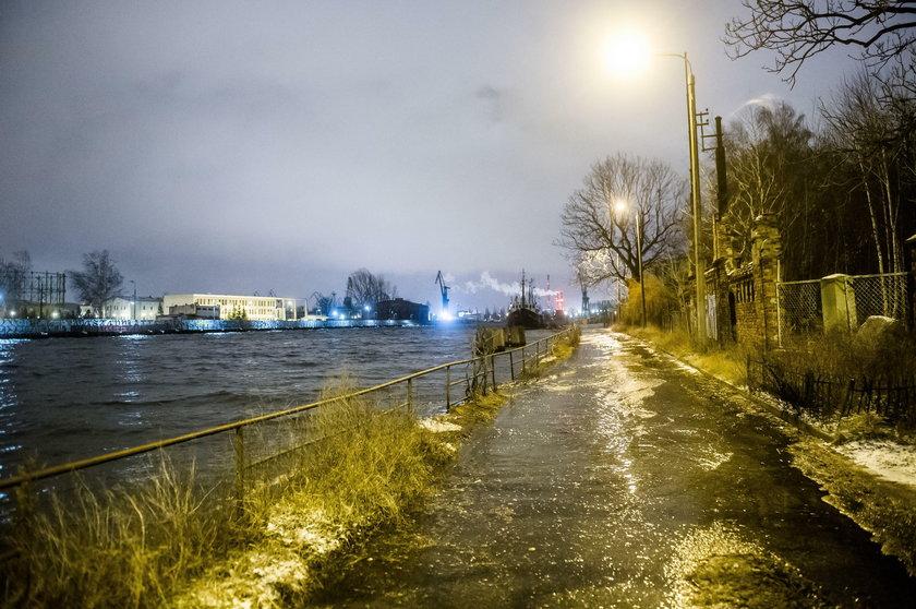 Wysoki poziom wód na Motławie