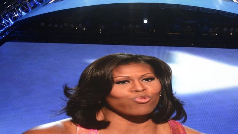 Tak pierwsza dama USA wyglądała na telebimach w czasie swojego przemówienia