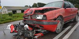 Groźny wypadek na Podlasiu. Wpadł motorowerem pod audi