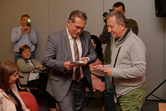 Žika Nikolić, uručio poklon vaučere Odmarališta Dunav na Zlatiboru najsrećnijim učesnicima konfeencije
