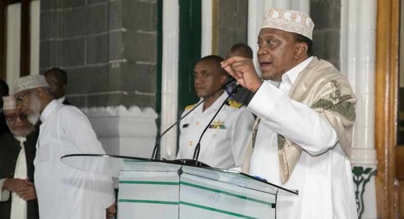 President Uhuru Kenyatta addresses Muslim faithfuls at Jamia Mosque in historic maiden visit by a sitting president (PSCU)