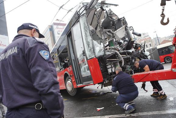 Autobus posle nesreće na Slaviji