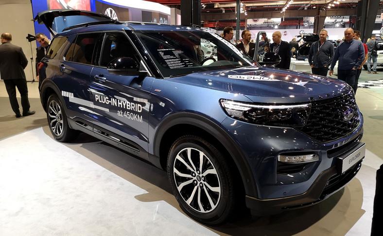 Producent twierdzi, że równoległa hybrydowa architektura Explorera Plug-In Hybrid umożliwia jednoczesne wykorzystanie pełnej mocy i momentu obrotowego zarówno silnika benzynowego, jak i silnika elektrycznego, co zwiększa możliwości samochodu w terenie, poprawia osiągi drogowe i pozwala na holowanie przyczepy o masie do 2500 kg