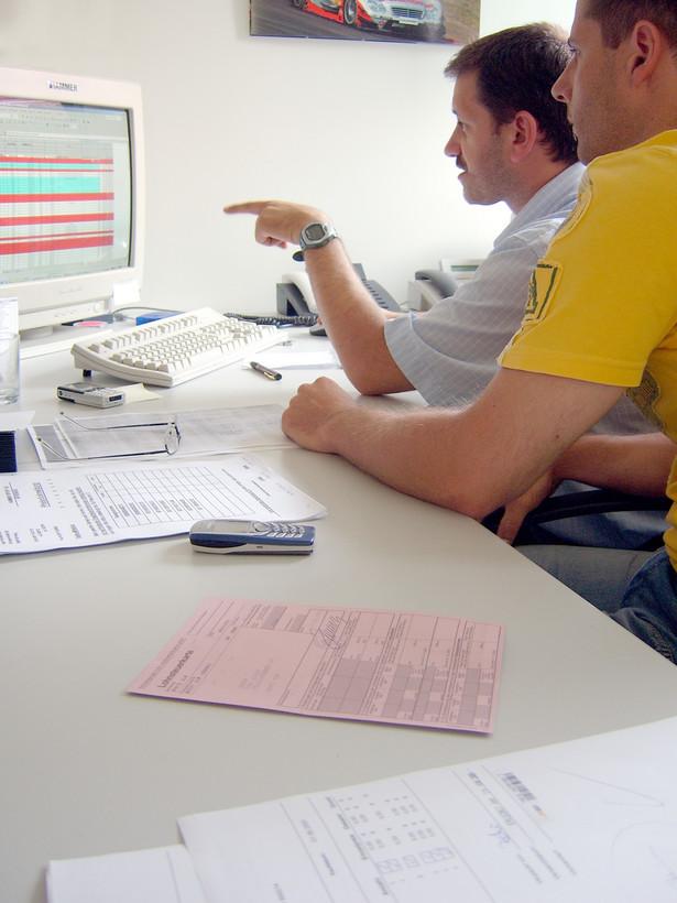 Outsourcing usług księgowych jako strategia zarządzania ma istotne znaczenie dla firm, gdyż zmierza do wzrostu ich efektywności.
