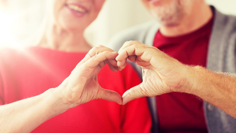 Para pokazuje serce