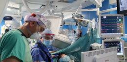 Pionierska operacja wrocławskich kardiochirurgów: Przez nogę do serca