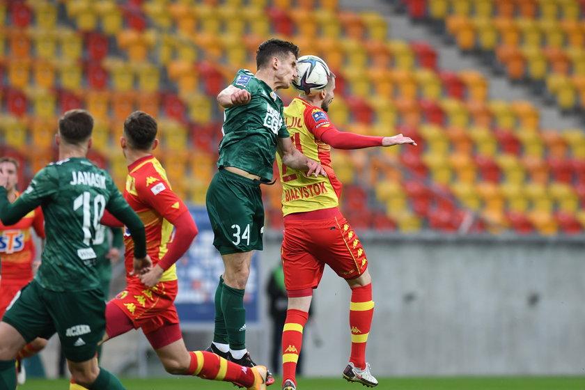 Trener Jacek Magiera (44 l.) obiecał, że da szansę wszystkim piłkarzom i skorzystał na tym Konrad Poprawa (23 l.)