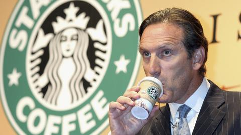 Howard Schultz, prezes Starbucksa zapewnia, że rozwiąże skutek uboczny, jaki pojawił się po wprowadzeniu funkcji zamawiania kawy przez aplikację mobilną