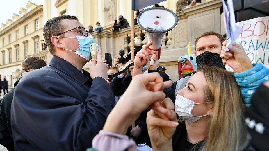 Zdjęcie z protestu przeciwko zmianie prawa aborcyjnego, Warszawa 25.10.2020 r.