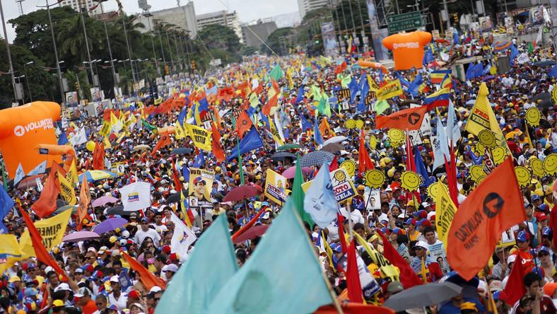 Wenezuelska opozycja chce odsunąć Chaveza od władzy