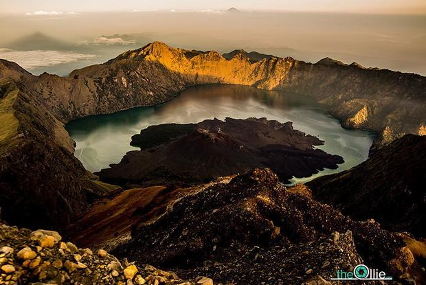 Wulkan Gunung Rinjani w Indonezji, fot. the-ollie.com/