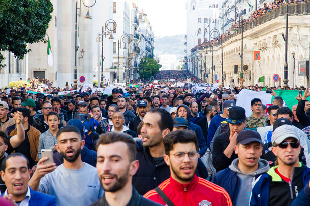 Pokojowy protest w Algierze