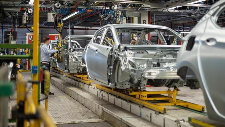 Linia produkcyjna samochodów Opel Astra w fabryce dużych samochodów dostawczych PSA Manufacturing Poland w Gliwicach